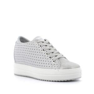 Sneaker alta con zeppa in pelle laminata grigio chiaro e motivi traforati a stella IGI&CO