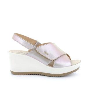 Sandalo con zeppa in pelle laminata beige chiaroIGI&CO